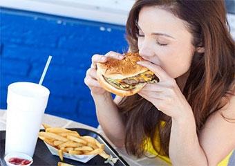 Fast- food yemek kadınların doğurganlığını etkiliyor